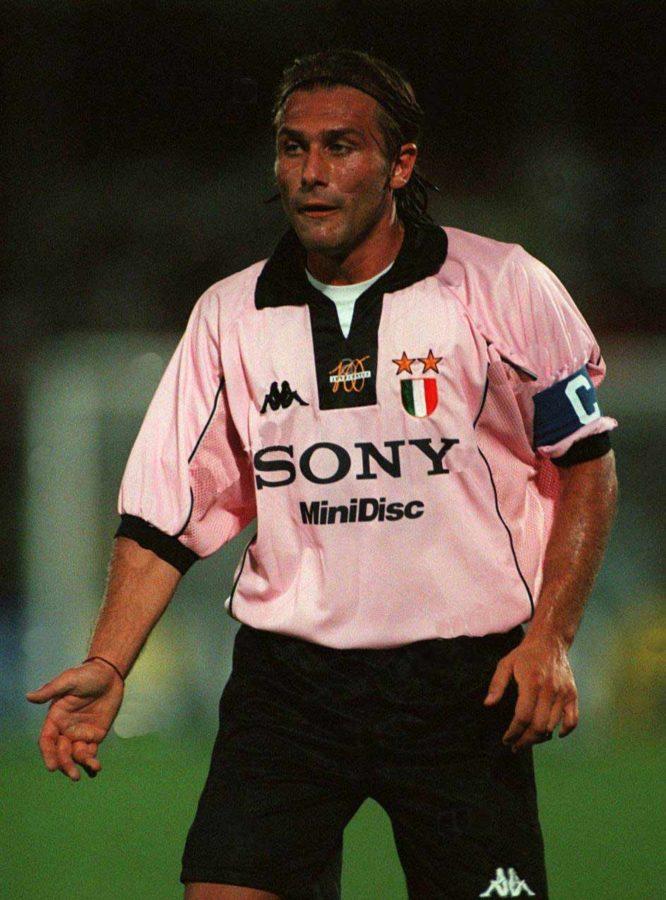 712ba6a6adc Juventus F.C. (1995-2000) - 10 footballentertainment