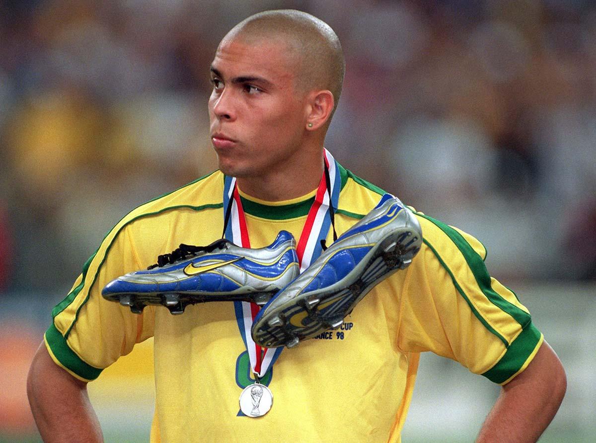 49f92f9c295 Ronaldo Nazario - 10 footballentertainment